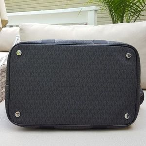231a1ff55f862 Michael Kors Bags - NWT Michael Kors LG travel bag weekender black MK